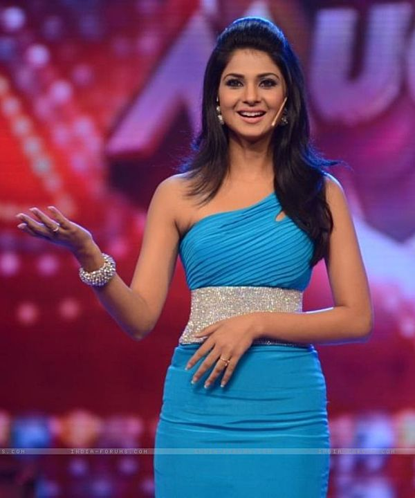 jennifer-winget-on-amul-comedy-ka-maha-muqabala