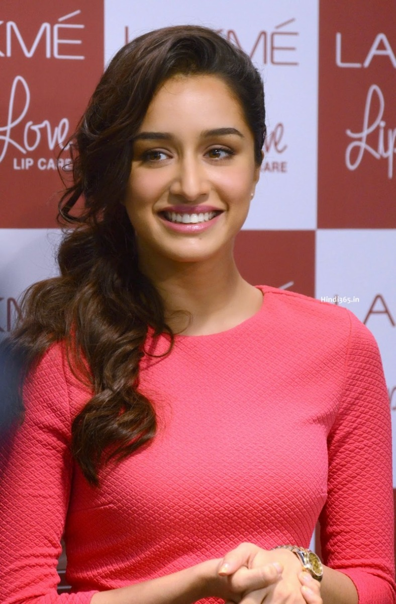 CUTE Shraddha Kapoor Looks Exactly Like Her Mother