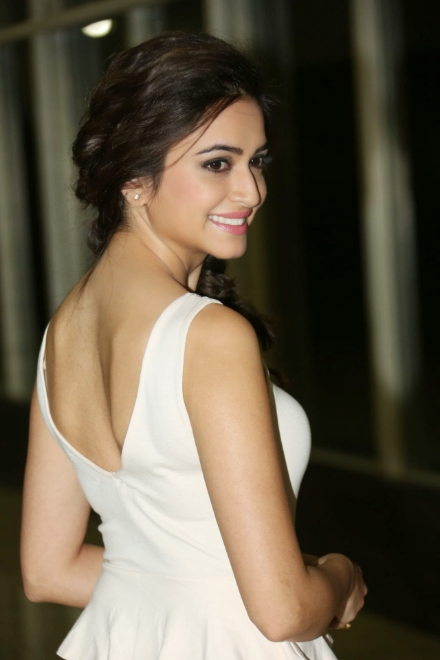 Kriti-Kharbanda-sizzling-photos-021