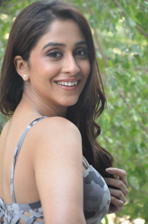 Regina-Cassandra-Latest-Photos-048502